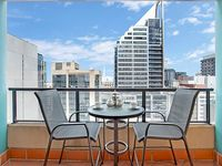 This apartment is in a great location - we walked to the Fish Market, Darling Harbour, Central Quay