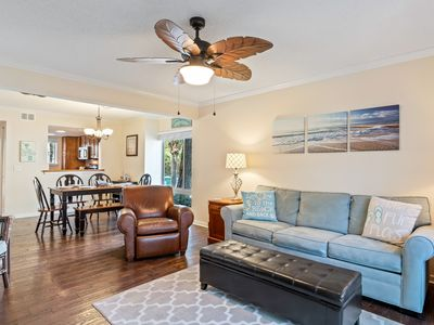 Photo for Steps to the Beach, Dining, Shopping and Coligny Circle.  Wi-Fi, Heated Pool.