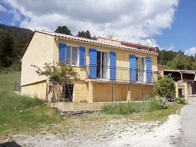 Photo for Holiday rental terrace near the lake with all comfort