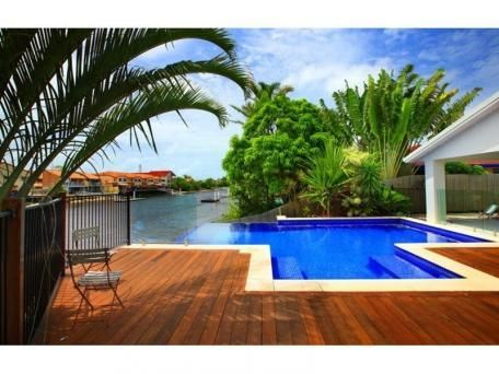 4 bedroom home, pool, on canal and Pet friendly!