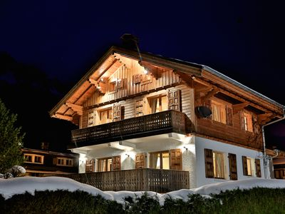 Photo for Luxury chalet in Chamonix centre, all en suite, log fire, hot tub