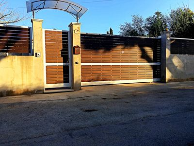 Photo for Bright apartment in villa 10 meters from the sea - Fontane Bianche, Siracusa