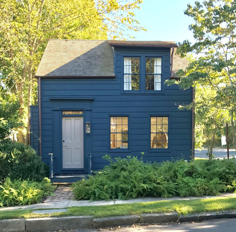 Harbor House Pool: Sunny, Newly Renovated Whaling Cottage In T...