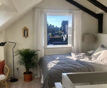 King sized bed (160cm)