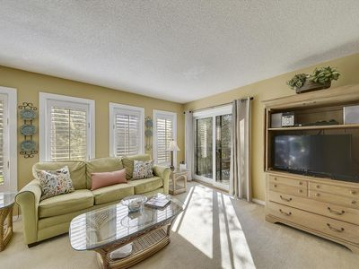 Photo for 3 bed, 2 bath home is just steps away from the beach and Coligny Plaza!