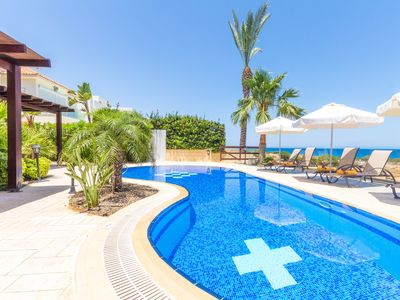 4 Bedroom Seafront Villa With Kidney Shape Pool