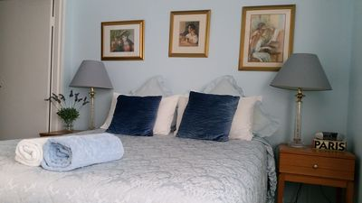 Master Bedroom with Queen Bed and Comforter. Very comfortable.