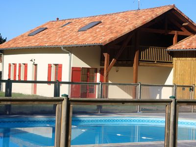 Photo for Air-conditioned cottage 8 persons with heated pool in the heart of the Landes forest