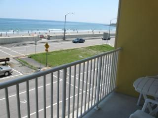 Awesome New Oceanfront 3rd fl studio condo w/balcony