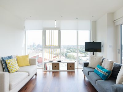 Photo for Stunning 2 Bed Apt w/Balcony nr River Thames
