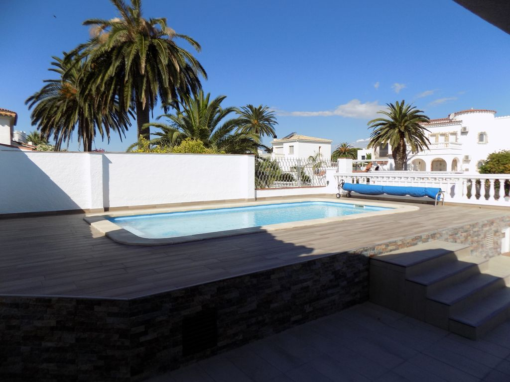 Location Vacances Villa Empuriabrava: Piscine 8x4 Au Sel