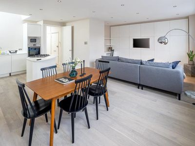 Photo for Charming 2 bed, 2 bath flat near Kensington Palace