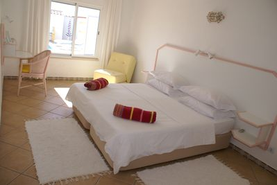 Super king bed and cool cotton bedlinen