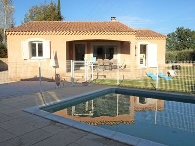 Photo for Child-friendly, detached house with private swimming pool, 2.5 km from Carpentras
