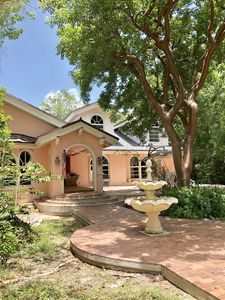 Coral House 1acre steps from the Gulf of Mexico Dockage available.More amenities