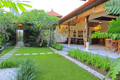 10 BR, 4 Pools, Central Seminyak, Staff