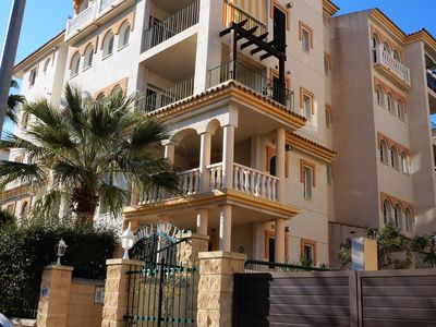 Photo for Lovely apartment in quiet area, 10-minute walk to the beach