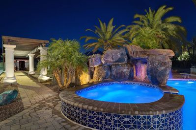 10 person jetted spa with rock grotto