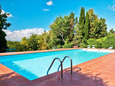 Photo for Cosy apartment in villa for 2 people with pool, WIFI, TV, pets allowed and parking