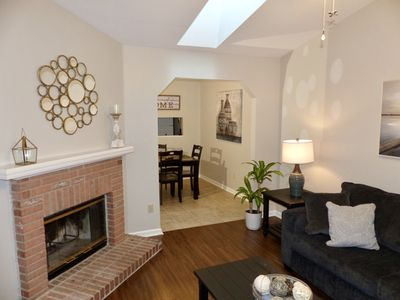 Entire - Newly furnished Townhouse Near EVERYTHING!