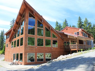 Photo for Snoqualmie Pass Lodge - Between Lake Kachess and the Snoqualmie Pass ski resort