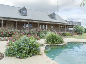 4d Guest Ranch ~Hill Country With 600  Animals And 3 Stocked Ponds~