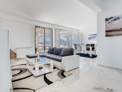 Photo for Deluxe Three Bedroom Apartment w/ Swimming Pool