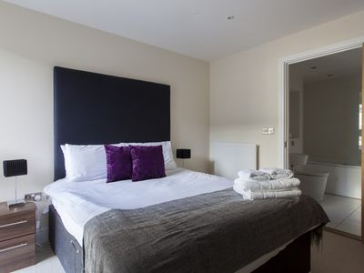 Photo for Spacious & Comfy Two Bed in Canary Wharf
