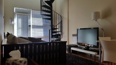 Photo for Cozy, fully appointed beachside mezzanine apartment