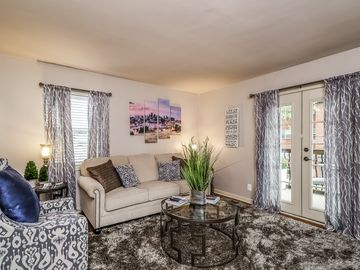 Gated Plaza One-Bedroom Condo-Lowered Rates for Jan/Feb!  Book for Valentines!