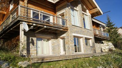 Photo for Luxurious log chalet in the city centre, south-facing, panoramic view