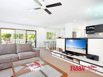 Photo for Apartment 1 - 20 Viewland Drive, Noosa Hill, Noosa Heads