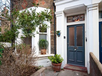 Photo for Charming Two Bedroom Apartment with own Private Garden just 8min to London Underground