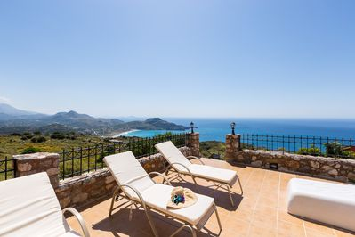 Villa Michalis-The pool terrace is equipped with sunbeds and umbrellas!