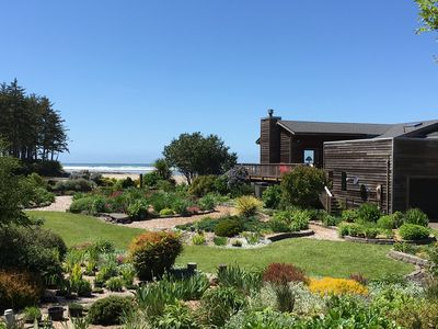 Direct Oceanview! Luxury Home - Fenced yard. Private beach.