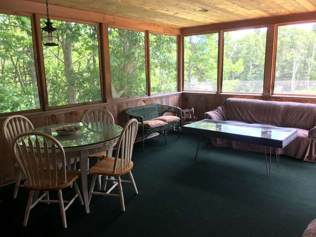 Cape porpoise village vacation home with hot tub for Cabin rentals in maine with hot tub