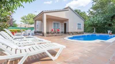 Photo for 3 bedroom Villa, sleeps 6 with Pool, WiFi and Walk to Shops