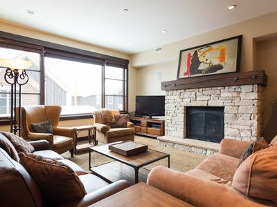 Photo for Charming condo with concierge and winter shuttle service -- on-site chairlift, cafe, heated pool