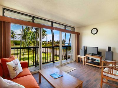 Photo for Ocean Views, Full Kitchen, Steps to Snorkeling and Oceanfront Dining