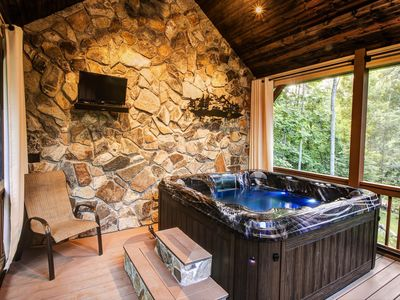 Photo for Secluded, relaxing retreat in the mountains near Hot Springs
