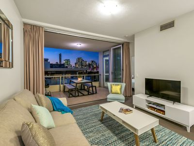 Photo for Stylish 2 Bed apt in unbeatable South Bank location