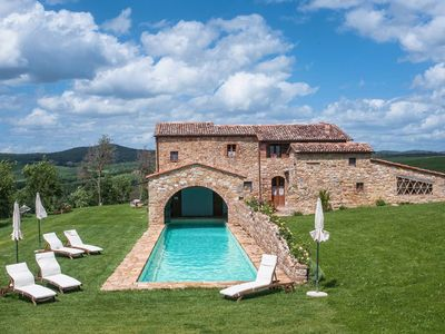 Photo for 8 bedroom villa in Val d'Orcia, Tuscany