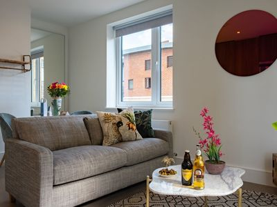 Photo for London Stylish Apartment City East Spring III