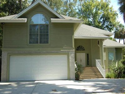 Photo for Nicely Appointed 4 bedroom home close to Beach in Palmetto Dunes