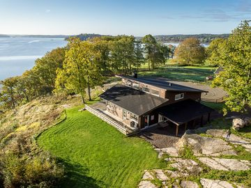 A dream house at the lake Mjörn with a panoramic view.
