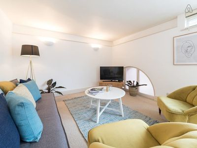 Photo for Light 3 bed 2 bath apartment 5 min to Notting Hill