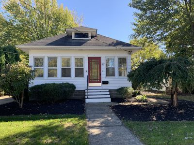 Photo for Cozy cottage central to Airport & Baldwin Wallace