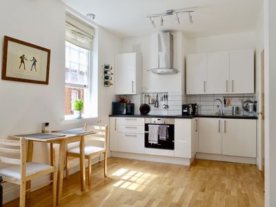 Photo for Beautiful 2 bedroom flat beside the British Museum.