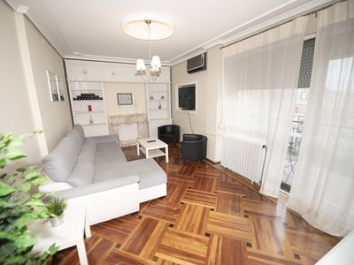 Photo for Large 180m2 apartment, with 3 bedrooms and parking