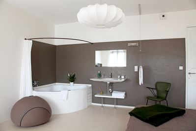 Open room with jacuzzi
